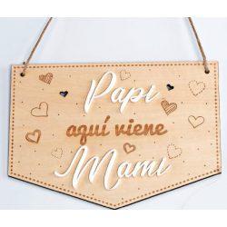 """Cartel Madera """"Papi aquí viene Mami"""" Decoraciones de Boda"""