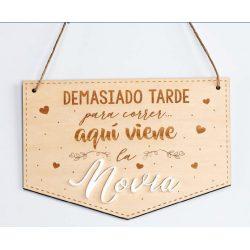 """Cartel Madera """"Aquí Viene la Novia"""""""